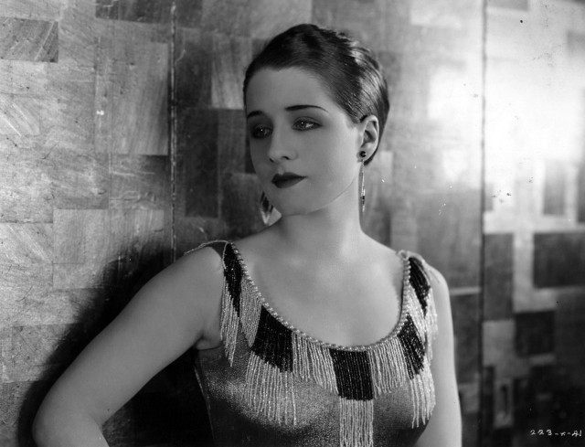 "Norma_Shearer_in_""Slave_to_Fashion"".jpg"