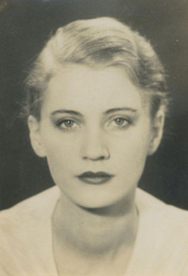 LEE-MILLER-1931-by-EMMANUEL-RADNITZKY-MAN-RAY-1890-1976-BHC0233.jpg
