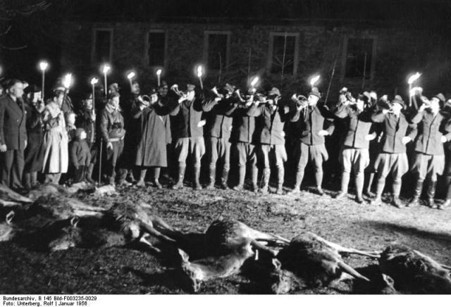 Bundesarchiv_B_145_Bild-F003235-0029,_Hunsrück,_Diplomatenjagd.jpg